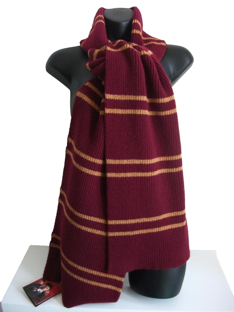 OFFICIAL WARNER BROS. HARRY POTTER GRYFFINDOR SCARF 300g : Licensed ...